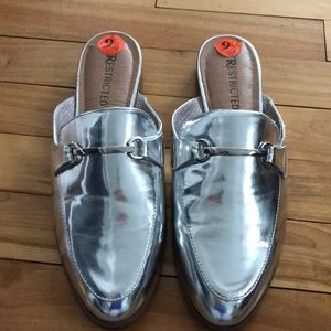 Restricted metallic silver mules, new, 9 1/2